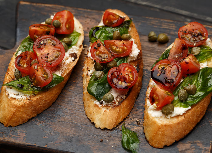 Bruschetta med tomater och basilika