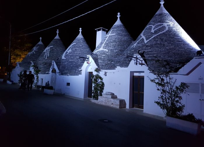 Kvällsljus över Alberobellos trullihus